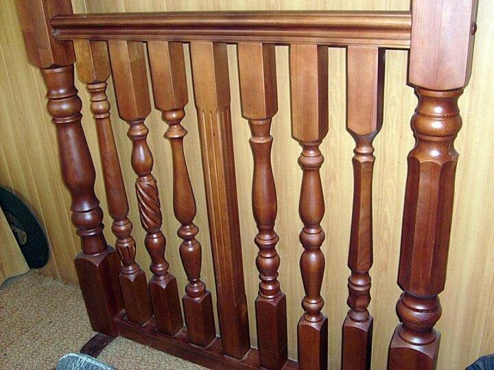 Как правильно крепить балясины к ступеням и перилам? 2