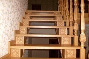 Как правильно крепить балясины к ступеням и перилам? 1