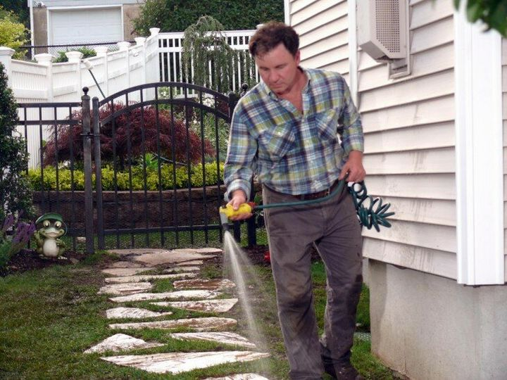 Нетрудные методы избавления от травы на садовых дорожках 3