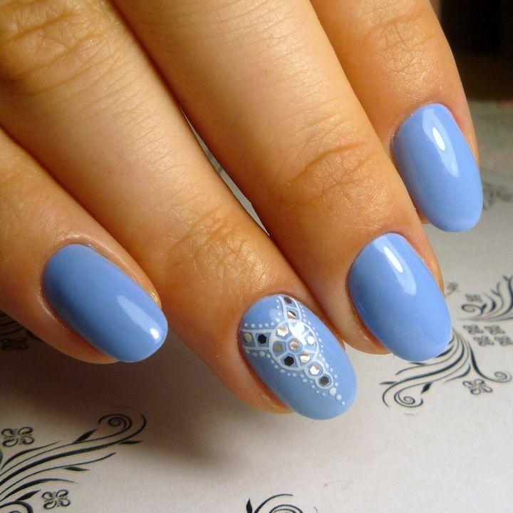 Нежный голубой маникюр 23