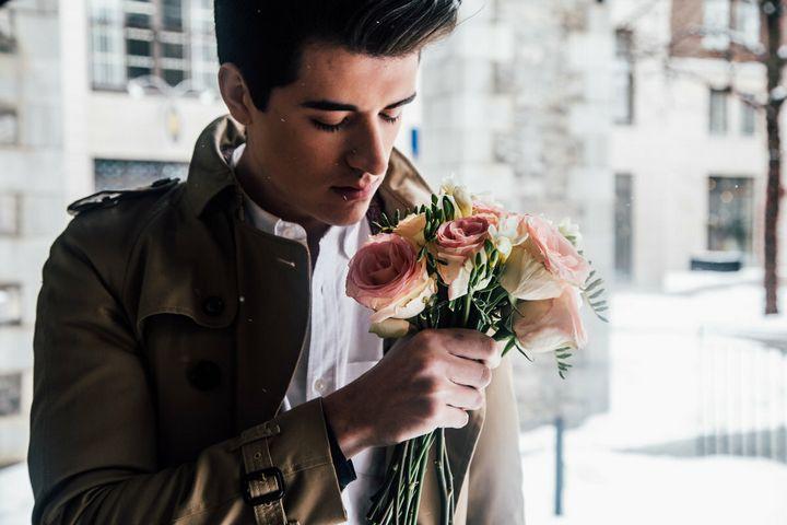 Основные признаки влюбленного мужчины 4