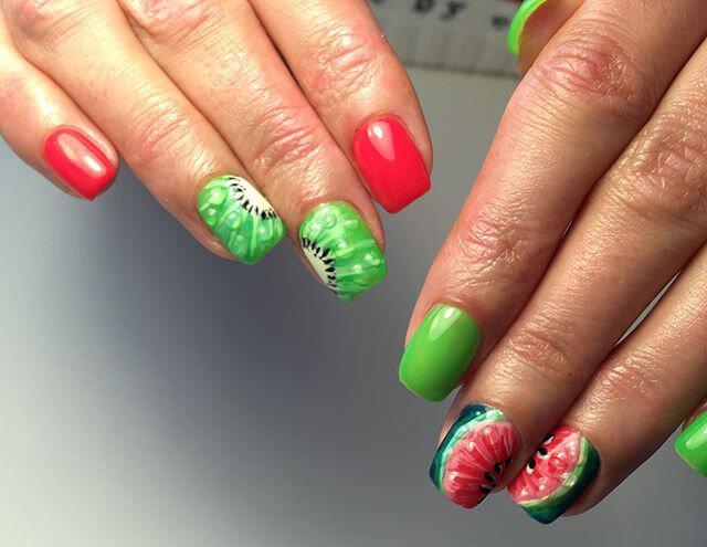 Сочные летние краски в ногтевом дизайне 14